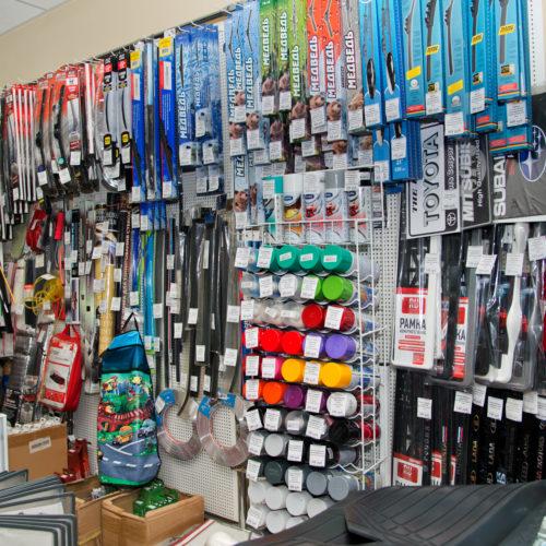 Павильон по продаже краски в балоннчиках, дворнииков и аксессуаров для авто